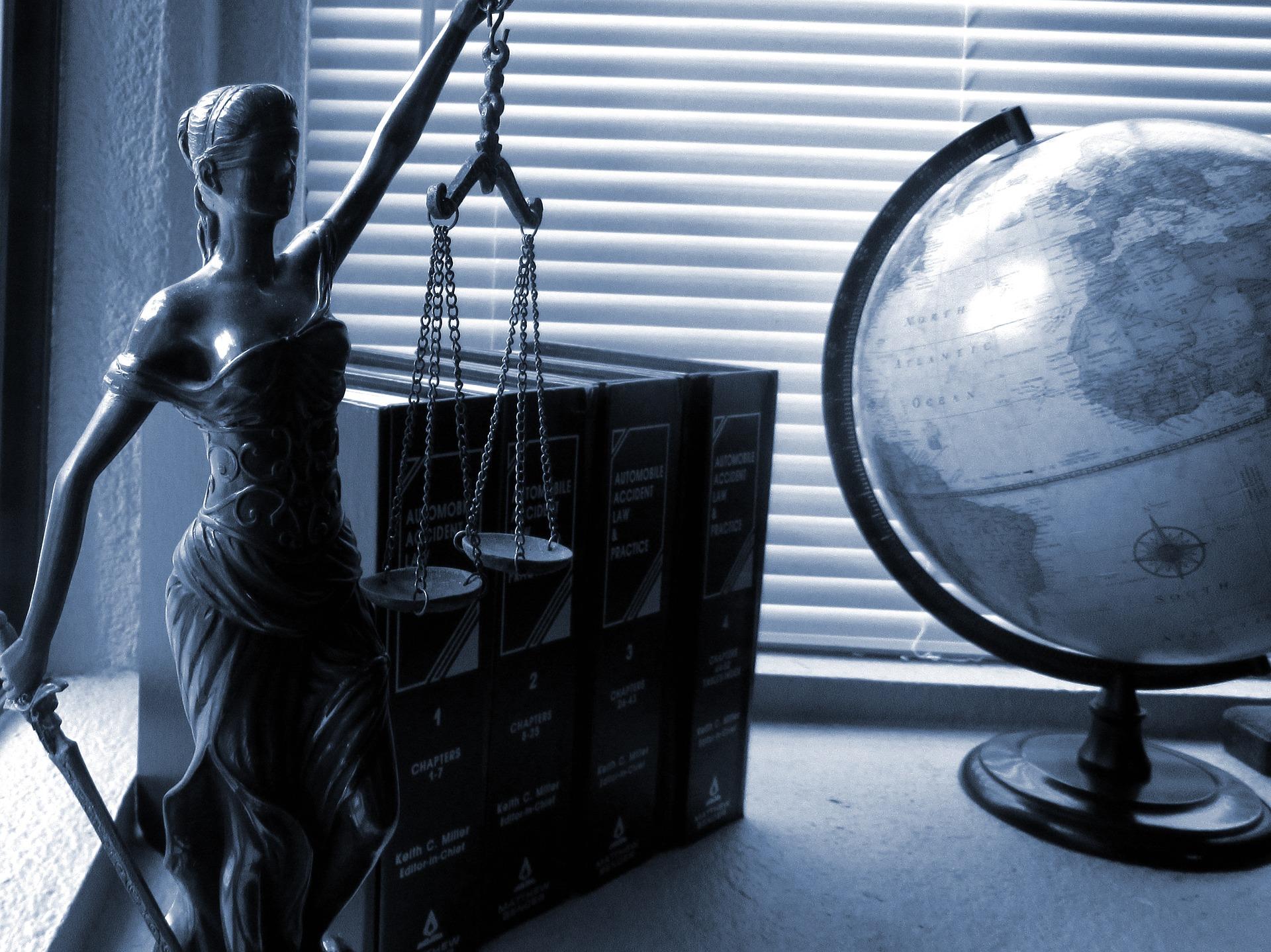Юридичний аутсорсинг або юрист в підприємстві - що вигідніше?